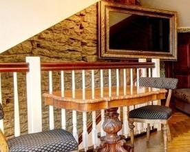 Restaureeritud laud ja toolid
